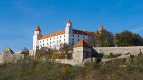 Stary Hrad - старый замок в Братиславе Братислава занимает оба банка реки Дуная и реки Morava Стоковые Изображения RF