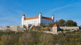 Stary Hrad - старый замок в Братиславе Братислава занимает оба банка реки Дуная и реки Morava Стоковое Изображение RF