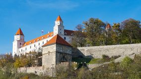 Stary Hrad -古老城堡在布拉索夫 布拉索夫占领河多瑙河和河摩拉瓦的两河岸 库存图片