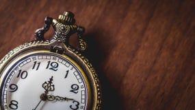 Stary i antykwarski kieszeniowy zegarek zdjęcia stock