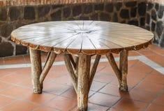 Stary i nieociosany drewniany stół zdjęcie stock