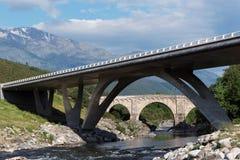 Stary i nowożytny most w Corsica mountainssica Zdjęcie Royalty Free