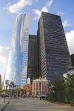 Stary i Nowy przy Nasz damą Różańcowa parafia i nowożytnymi budynkami w Manhattan świątynia St Elizabeth Ann Seton zdjęcia royalty free