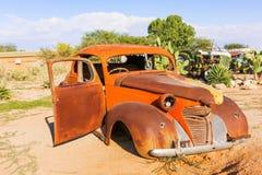 Stary i ośniedziały rocznika samochód w Namibia Zdjęcia Royalty Free
