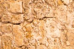 Stary i wietrzejący kamiennej ściany tło, Zdjęcie Royalty Free