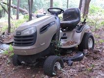 Stary jeździecki lawnmower Zdjęcia Stock
