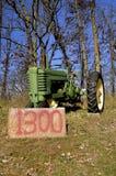 Stary John Deere ciągnik dla sprzedaży fotografia royalty free