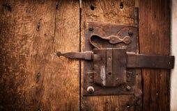 Stary kędziorek drzwi drewniany Trullo w Alberobello Fotografia Stock