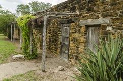 Stary kamień i drewniani domy przy misją San Jose w San Antonio, Te Zdjęcia Stock