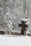 Stary kamienia krzyż na grób w śniegu Styczeń 33c krajobrazu Rosji zima ural temperatury Zdjęcia Stock
