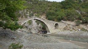 Stary kamienia most i gorący basen w Benja w Albania Zdjęcia Stock