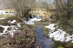 Stary kamienia most, śnieg i Zdjęcie Royalty Free