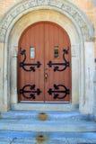 Stary kamienny kościół z łukowatym drzwi i ozdobnym wejściem zdjęcia royalty free