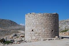 Stary kamienny wiatraczek na Halki wyspie Obrazy Stock