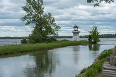 Stary kanał i latarnia morska w Górnej Kanada wiosce, Ontario obrazy royalty free