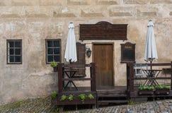 Stary kawiarnia sklepu przód wszystkie szyldowy pusty i gotowy wypełniać z twój i Fotografia Royalty Free