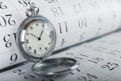 Stary kieszeniowy zegarek i kalendarz Fotografia Royalty Free
