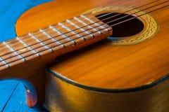 Stary klasyczny gitary zbliżenia widok zdjęcie royalty free