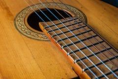 Stary klasyczny gitary zbliżenia widok zdjęcie stock