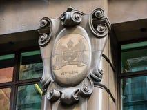 Stary klasyczny Wiktoria stanu logo przy fasadą wspólnota narodów bank Australia przy Martin miejscem Obraz Stock