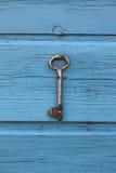 Stary kluczowy obwieszenie na ścianie Fotografia Royalty Free