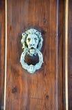Stary knocker na drewnianym tle Fotografia Stock