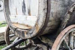 Stary koń rysująca drewniana fura w Tbilisi zdjęcia stock