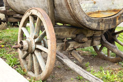 Stary koń rysująca drewniana fura w Tbilisi, Gruzja obraz royalty free