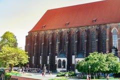 Stary kościół katolicki, stary ceglany dom obrazy stock