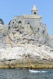 Stary kościół na skalistym nabrzeżnym wychodzie przy Portovenere, Włochy Fotografia Royalty Free