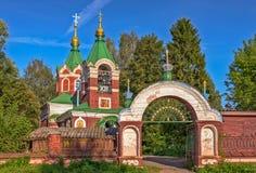 Stary kościół w małym rosyjskim miasteczku Obraz Royalty Free