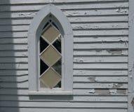 Stary kościelny okno z obieranie farbą Fotografia Royalty Free