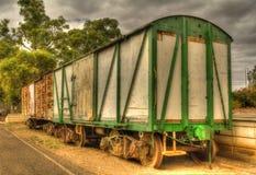 Stary kolejowy kareciany akcyjny samochód przy platformą Fotografia Stock
