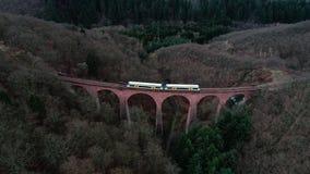 Stary kolejowy most, wiadukt - widok z lotu ptaka