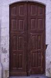stary kolonista rzeźbiący drzwi obraz stock