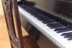 Stary krzesło i pianino Zdjęcie Stock