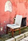 Stary krzesło na ulicie Zdjęcie Stock