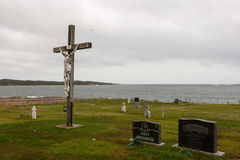 Stary krzyżowanie przy cmentarzem przy oceanem Zdjęcie Royalty Free