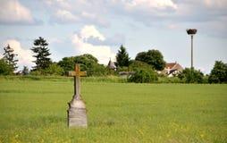 Stary krzyż w krajobrazie Obrazy Royalty Free
