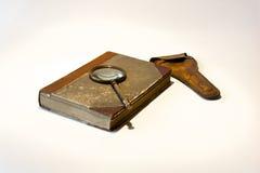 stary książkowy magnifier Obrazy Royalty Free