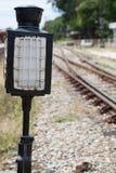 Stary lampowy słup w staci kolejowej Zdjęcie Stock