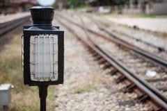 Stary lampowy słup w staci kolejowej Fotografia Royalty Free