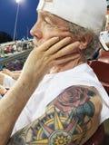 Stary mężczyzna jest ubranym białą nakrętkę przy z goatee i zanudzającym wyrażeniem zdjęcia royalty free