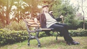 stary mężczyzna park zdjęcia stock