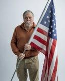 Stary mężczyzna z flaga amerykańską obraz royalty free