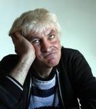 stary mężczyzna z zadumaną twarzą obrazy stock