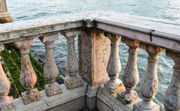 Stary marmur up i piękny ogrodzenia zakończenie Zdjęcia Royalty Free