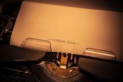 Stary maszyna do pisania z teksta ściąganiem tutaj zdjęcie royalty free