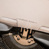 Stary maszyna do pisania z teksta ściąganiem tutaj obraz royalty free