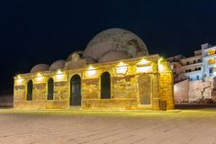 Stary meczet w Chania porcie przy nocą na Crete Zdjęcia Royalty Free